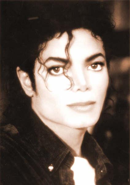 Quale foto di Michael usate per il desktop? - Pagina 4 Y1p6vr10