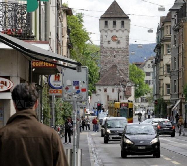En Suisse les phares allumés sont obligatoires le jour Desorm10