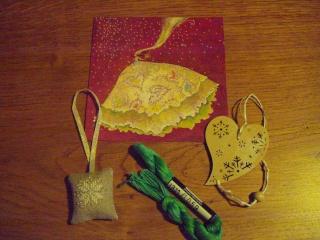 Ech. de pochettes de Noël - *%*  PHOTOS  *%* - Page 2 Dsc05413