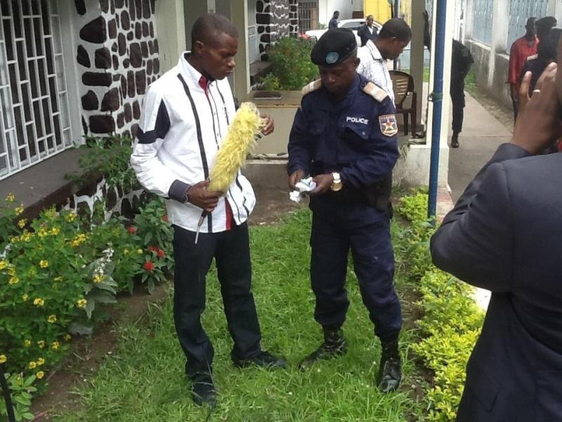 ELIEZER NTAMBWE MUANA BAILLEUR, vient d'être arrêté par la police est transféré à MAKALA 15090010