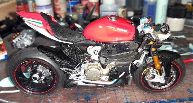 Ducati Panigale Tricolore A1v1li10