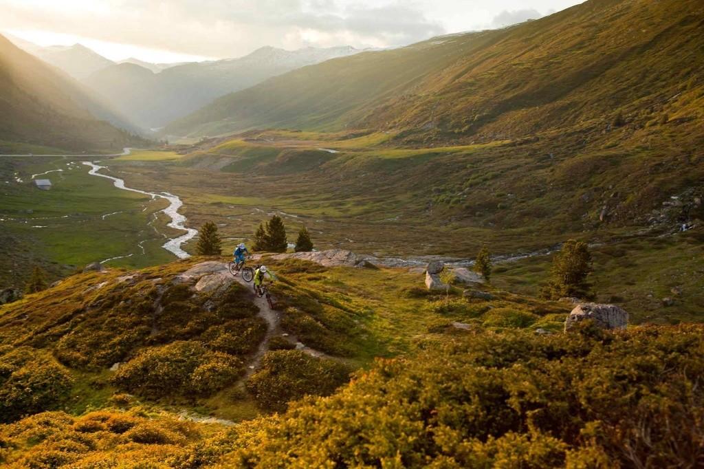 Belles images de paysages à vélo, mais pas que...  13970410