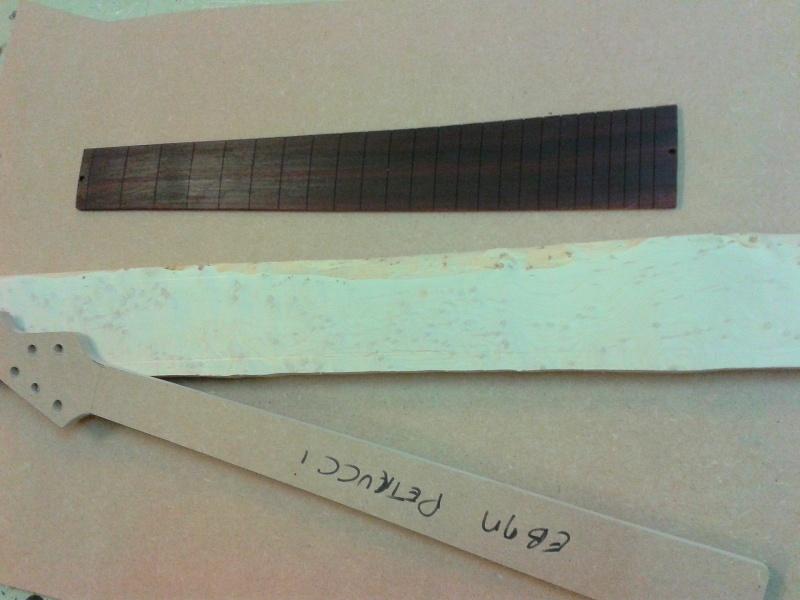 construction d 'une Musicman petrucci en MIDI, sans micros ! 2014-016