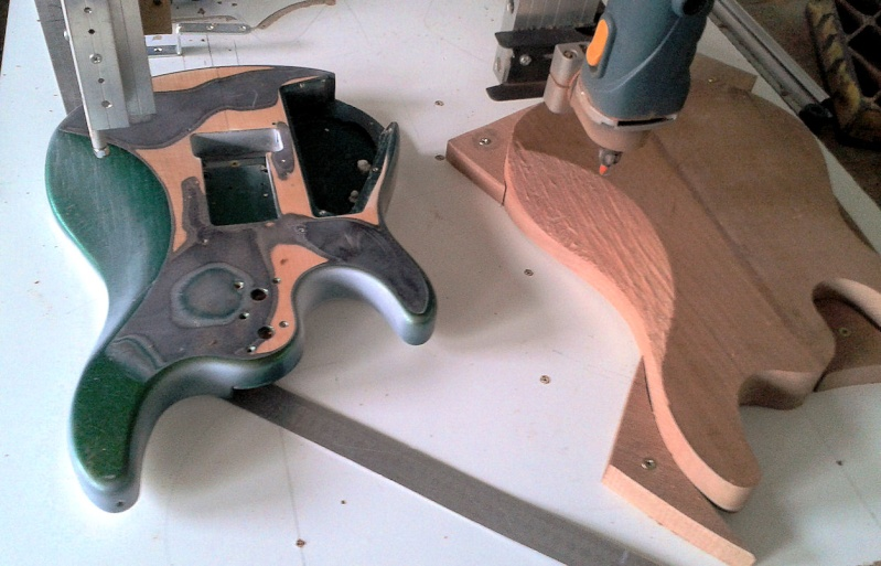 construction d 'une Musicman petrucci en MIDI, sans micros ! 2014-023