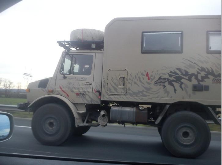 2 unimog sur l'autoroute Ra110