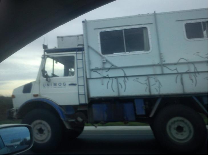 2 unimog sur l'autoroute Ra210
