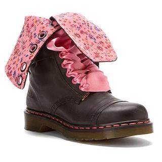 Parce que les filles, ça aime les poupées et les chaussures - Page 27 33119210