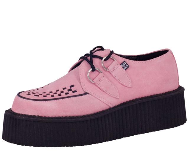 Parce que les filles, ça aime les poupées et les chaussures - Page 27 A827910