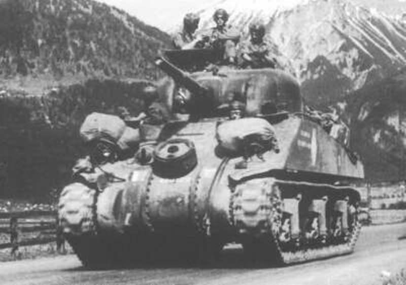 "M4A4 SHERMAN ""Flambeau - Le Grognard"" 1er RCA [Dragon 1/35] Flambe10"