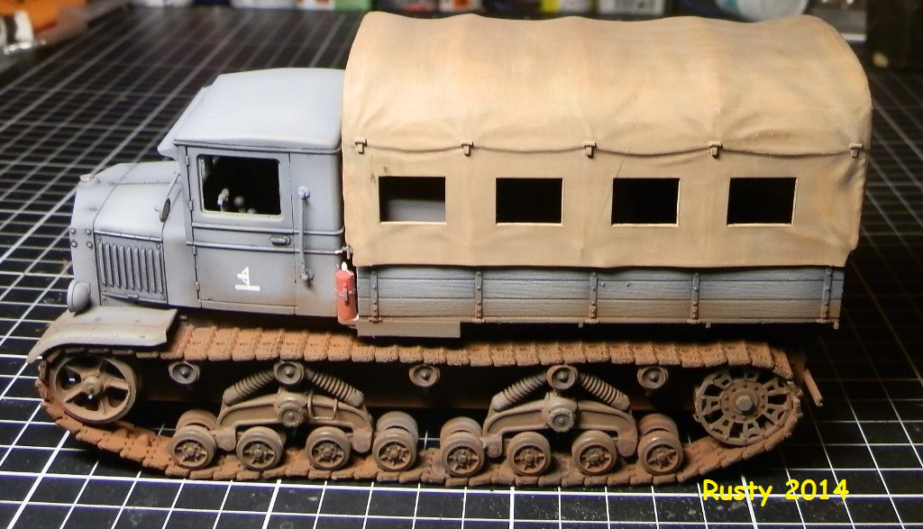 Tracteur d'artillerie Voroshilovets et canon sK.18 10,5cm [1/35 Trumpeter] - Page 2 P2173410