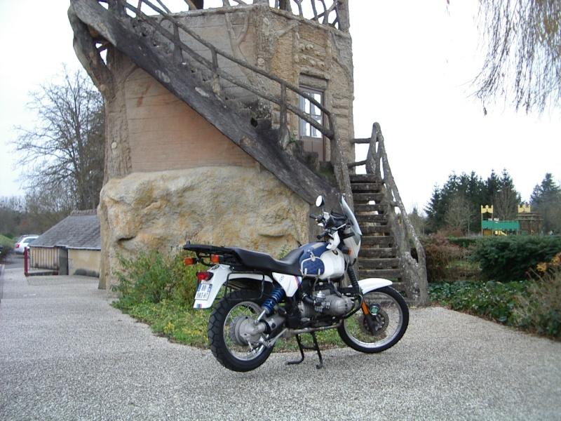 Photos de vous et de votre moto devant ....un château  - Page 2 01010