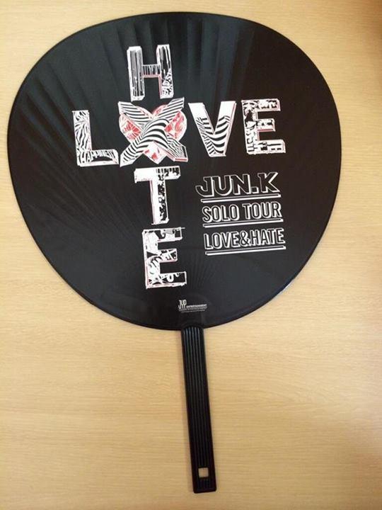 """[18.05.14] [PICS] Goodies de la 1ère tournée solo de Jun.K """"LOVE & HATE"""" 198"""