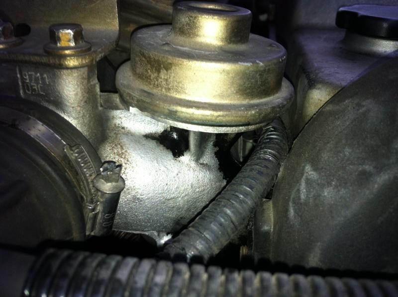 [ Ford Mondeo 1.8 TD 90 ch GHIA ] Fuite d'huile au niveau de la vanne EGR Img_1510
