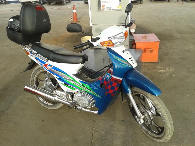 VOS JOUETS A L'ECHELLE 1 : ici, vos motos, jet, voitures - Page 14 20131213