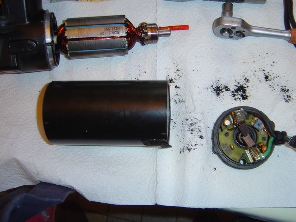 Compresseur EAS: Échange d'une Protection Thermique Défectueuse Compre10