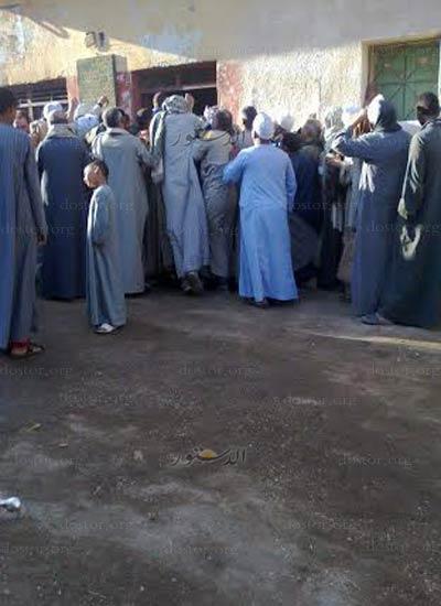قرية الحمام بمركز أبنوب بأسيوط تتصارع من أجل رغيف العيش ..!! Dsf4a510