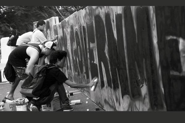 Graffitis, affiches, pub, peintures, sculptures, art - Page 4 Graffi10