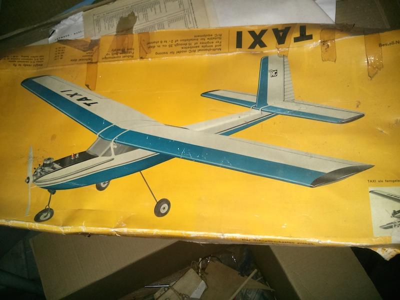 Vieille carcasse d'avion 30 ans après... 2014-011