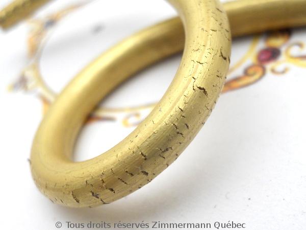 Tréfiler un lingot pour obtenir du fil or 18 K en vu de fabriquer un anneau tout simple. Dscn1722