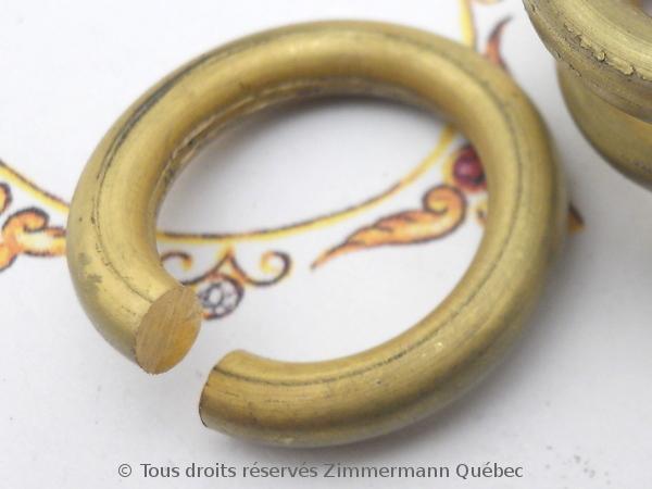 Tréfiler un lingot pour obtenir du fil or 18 K en vu de fabriquer un anneau tout simple. Dscn1726