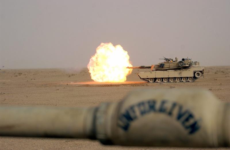 M1 A2 Abrams 1-35 Tamija  Operation Iraqi Freedom - Page 2 12775410