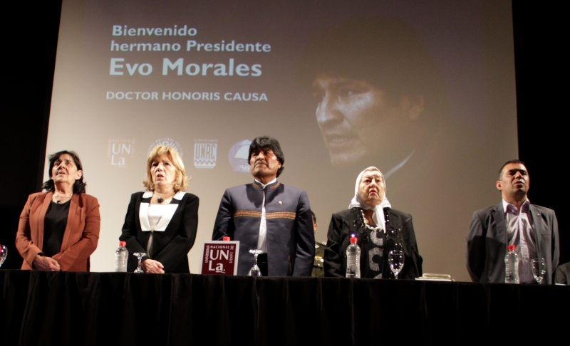 La UNLa y otras universidades le entregaron un doctorado Honoris Causa a Evo Morales Img_0810