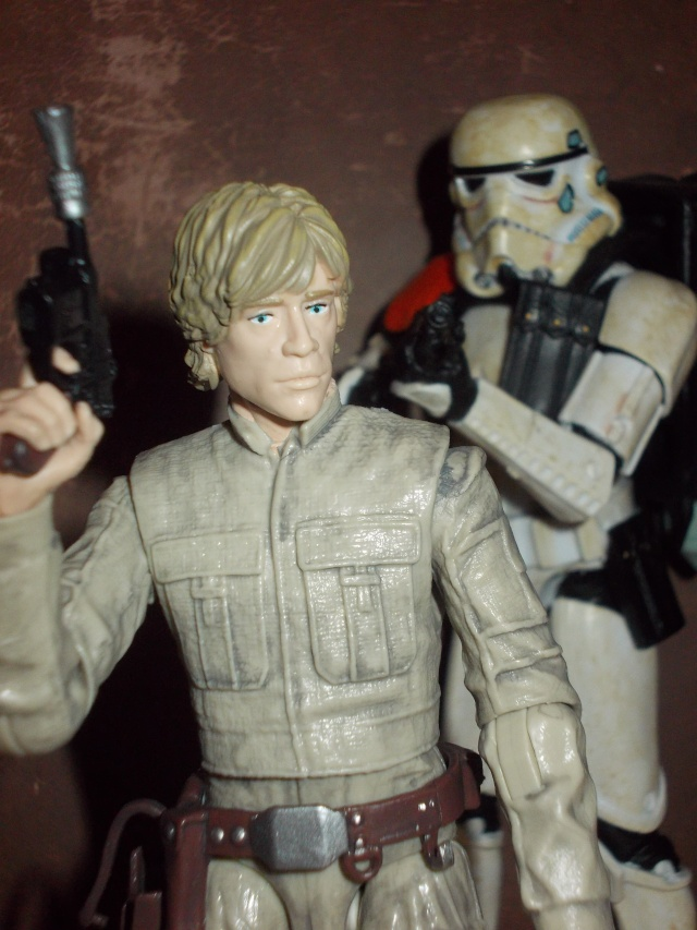 Anyone going to collect the 6 inch Black Series figures? - Page 2 Dscn1913