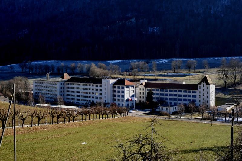 Sujet historique sur les entreprises familiales horlogères Suisses  Longin10