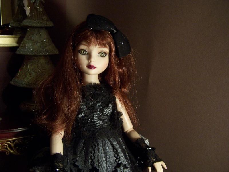 THEME DU MOIS DE NOVEMBRE 2013 : Ellowyne et sa petite robe noire 000_2710