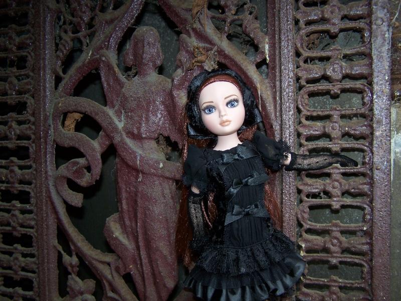 THEME DU MOIS DE NOVEMBRE 2013 : Ellowyne et sa petite robe noire 000_3110