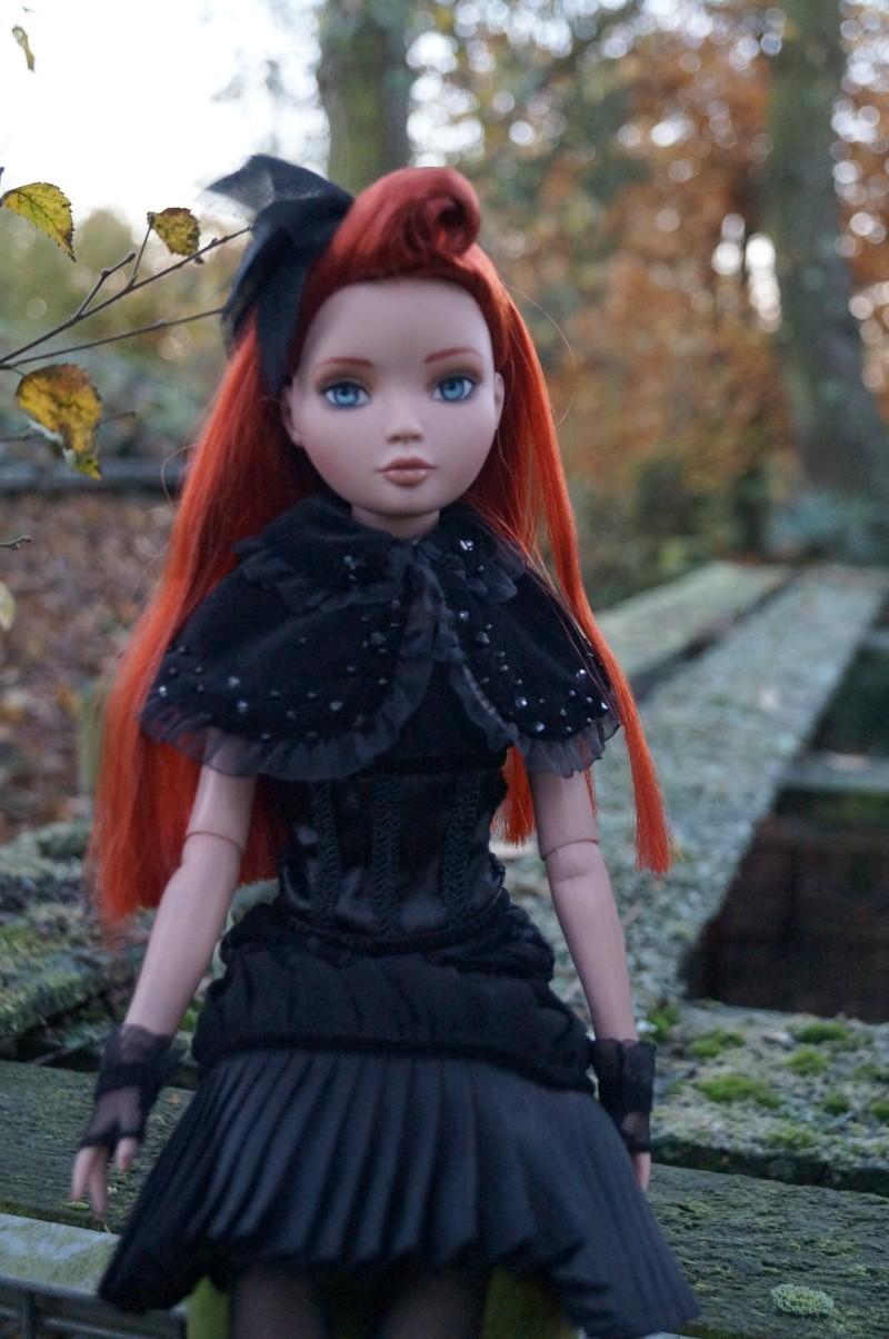 THEME DU MOIS DE NOVEMBRE 2013 : Ellowyne et sa petite robe noire Dsc00110