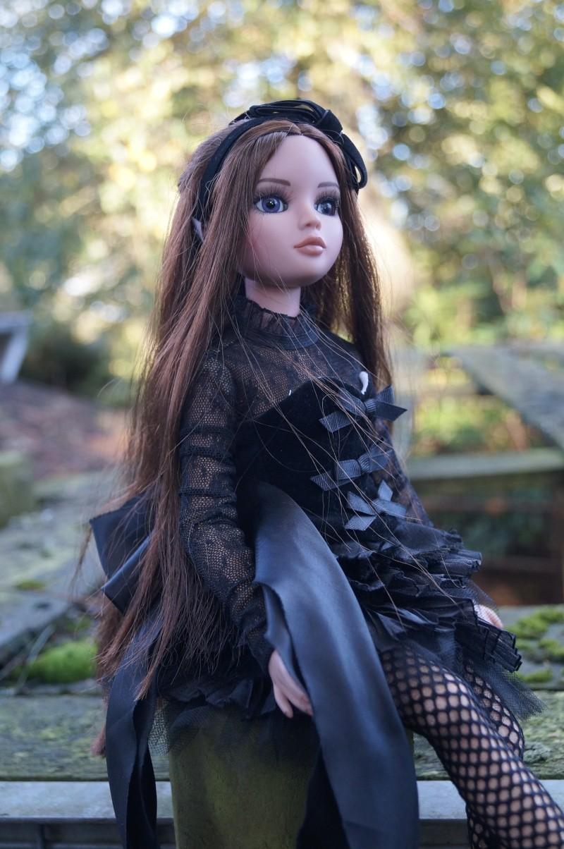 THEME DU MOIS DE NOVEMBRE 2013 : Ellowyne et sa petite robe noire Dsc02225