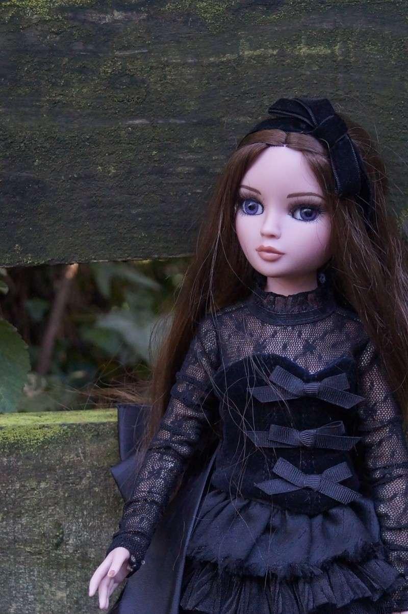 THEME DU MOIS DE NOVEMBRE 2013 : Ellowyne et sa petite robe noire Dsc02226
