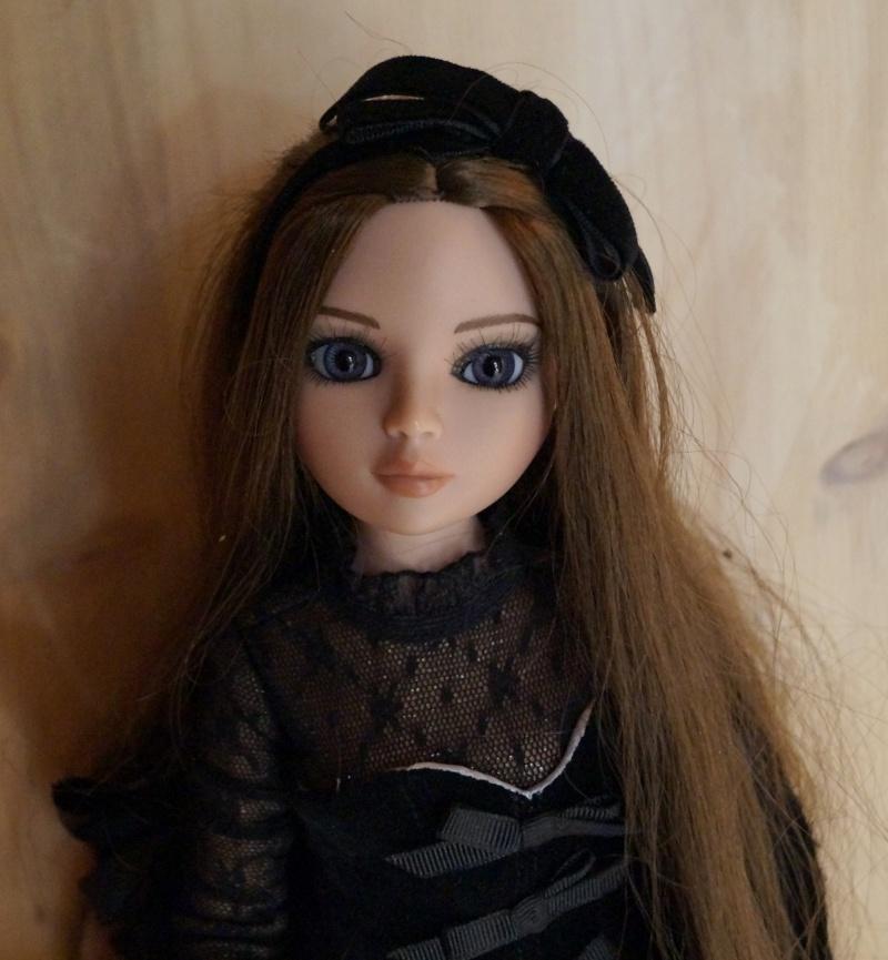THEME DU MOIS DE NOVEMBRE 2013 : Ellowyne et sa petite robe noire Dsc02227