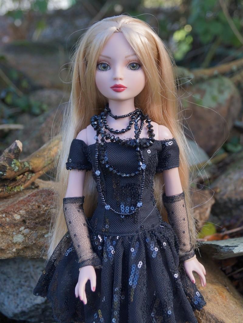 THEME DU MOIS DE NOVEMBRE 2013 : Ellowyne et sa petite robe noire - Page 2 Dsc02629