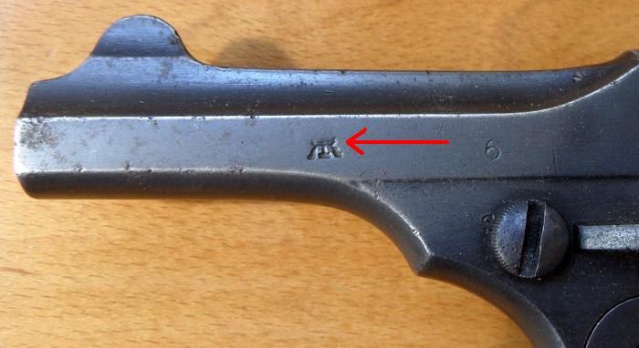 Identification de marquages sur un revolver Webley Mk I. 700_sa14