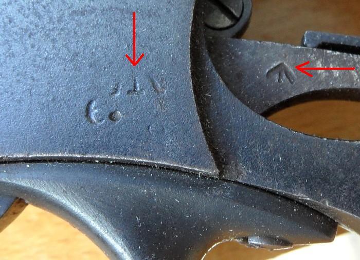 Identification de marquages sur un revolver Webley Mk I. 700_sa15