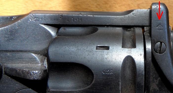 Identification de marquages sur un revolver Webley Mk I. 700_sa16