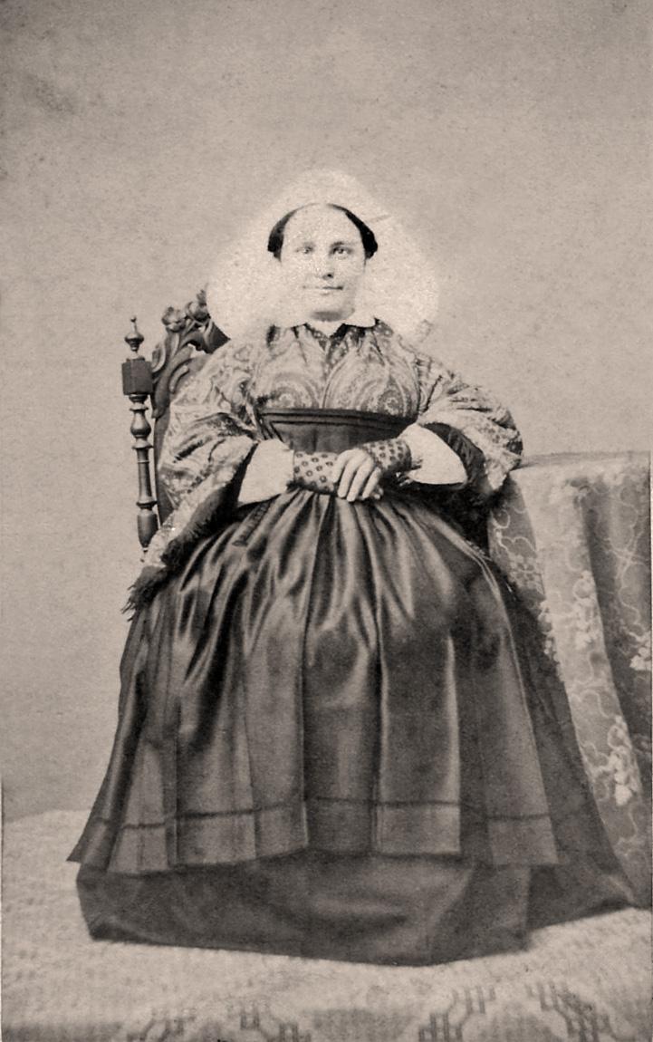 femme en coiffe de st Brieuc ( 1860 , capelle ) - Page 2 For_br11