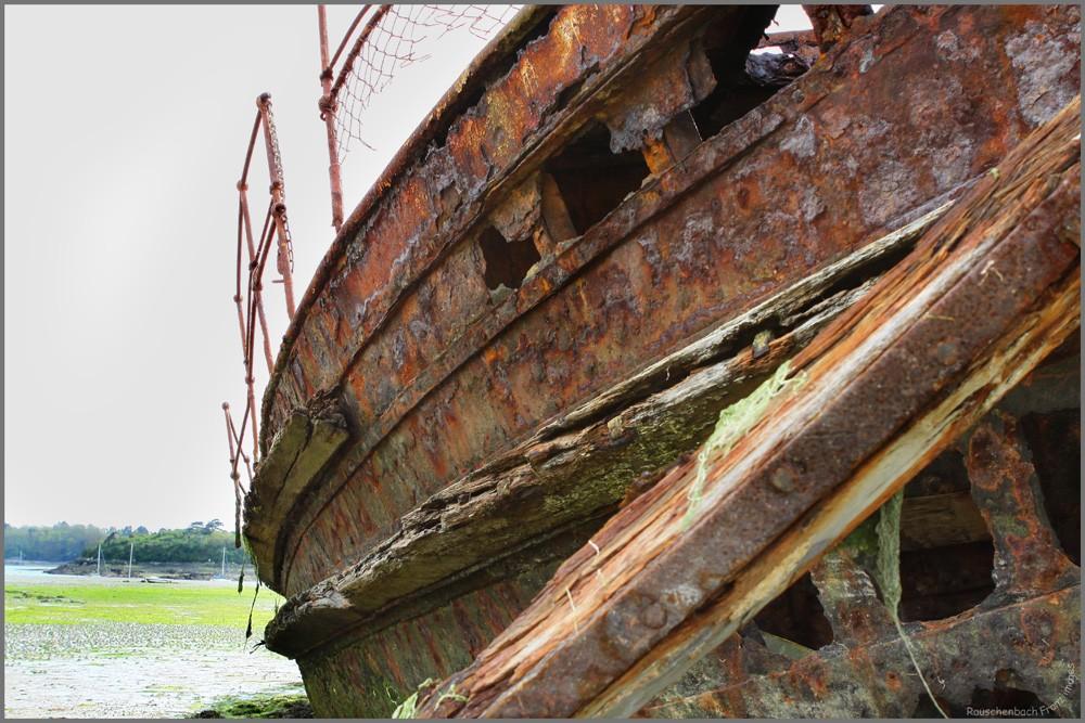 Fin de vie .... Cimetières de bateaux .... - Page 2 Img_8211