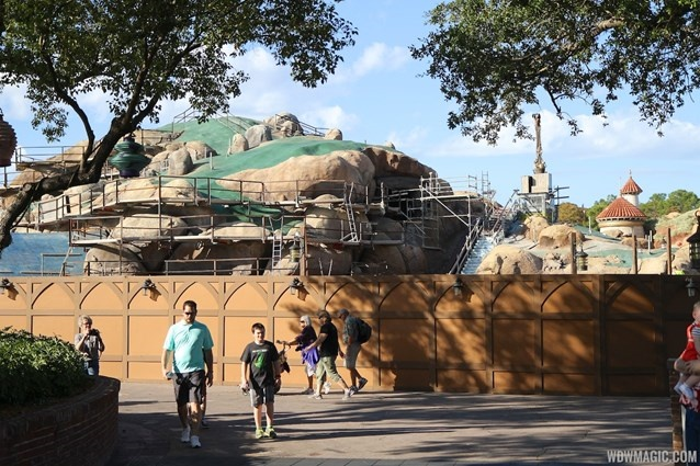 [Magic Kingdom] New Fantasyland - The Forest: Beauty and the Beast, The Little Mermaid (06 décembre 2012), 7 Dwarfs Mine Train (28 mai 2014) - Page 23 Sans_t35