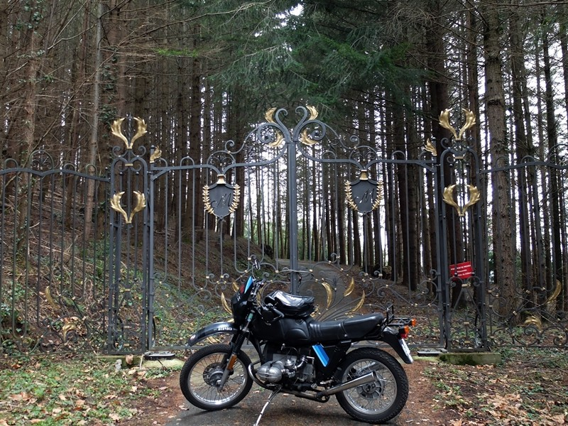 Photos de vous et de votre moto devant ....un château  - Page 2 Dscf0117