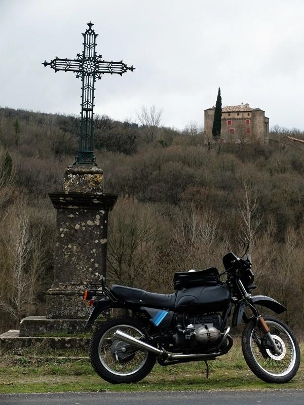 Photos de vous et de votre moto devant ....un château  - Page 2 Dscf0120