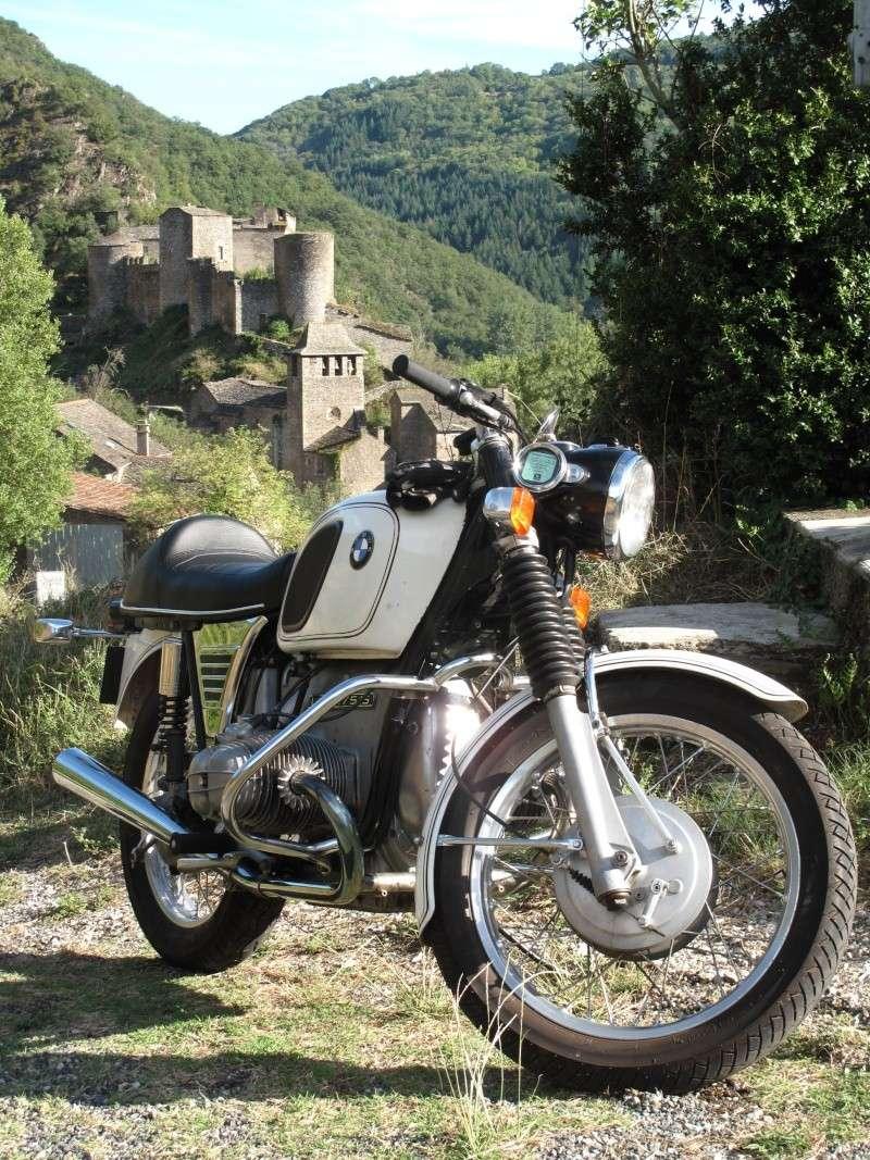 Photos de vous et de votre moto devant ....un château  - Page 2 Img_7410