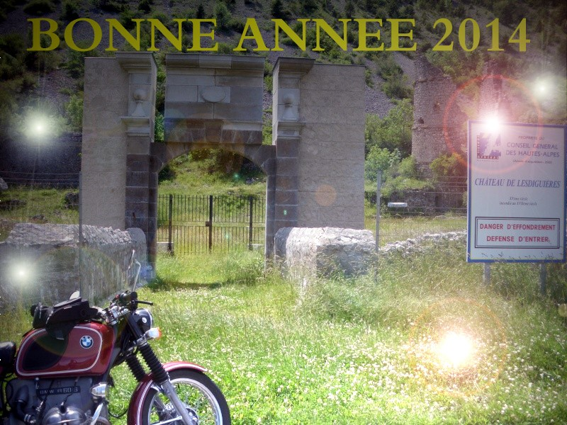Photos de vous et de votre moto devant ....un château  Le_sau10