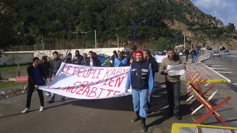Rassemblement de solidarité avec les mozabites à Aokas le mardi 11 fevrier 2014 (6) Dsc00425