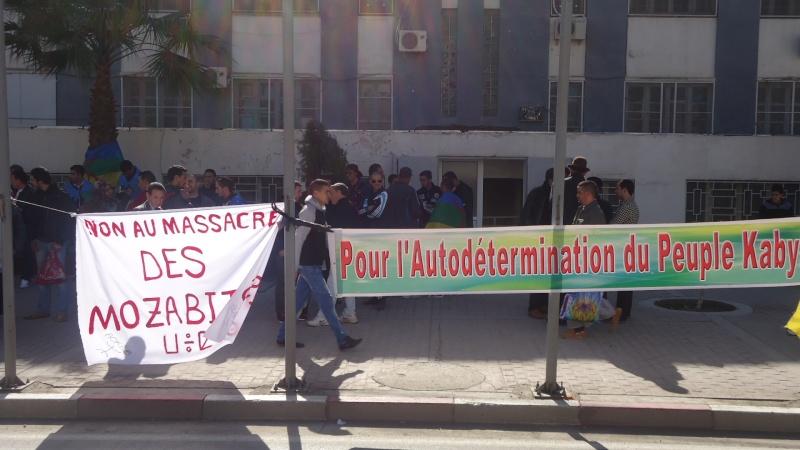 Rassemblement de soutien aux Mozabites devant le siège de la wilaya de Bgayet(Février 2014). Dsc00536