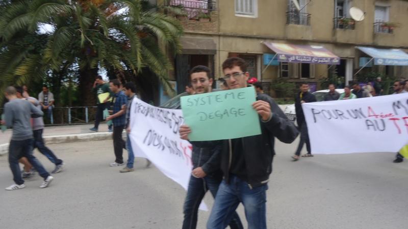 Marche contre le système à Aokas . Dsc00771