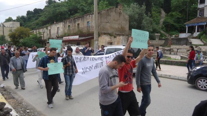 Marche contre le système à Aokas . Dsc00810
