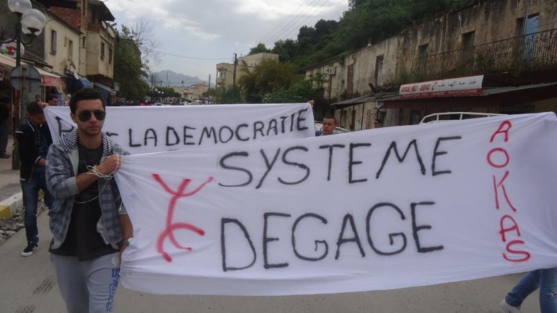 Marche contre le système à Aokas . Dsc00812